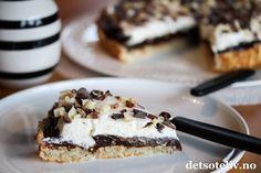 Kokoskake med sjokoladefyll og krem