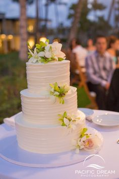 Hawaii Pineapple Wedding Cake love the pineapples And the