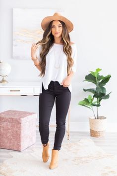 Aug 2019 - Classic Sleek Skinny Jeans, Black – The Mint Julep Boutique Winter Mode Outfits, Trendy Fall Outfits, Outfits With Hats, Winter Fashion Outfits, Cute Casual Outfits, Look Fashion, Classic Fashion Style, Fall Beach Outfits, Cute Fall Fashion