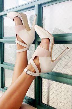 Neutral pumps Fab Shoes, Dream Shoes, Pretty Shoes, Your Shoes, Crazy Shoes, Beautiful Shoes, Cute Shoes, Me Too Shoes, Shoes Heels