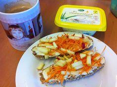 Petzis Frühstück sieht auch als alternatives Müsli (in Form von Brot) richtig gut aus!  http://petzig.blogspot.co.at/2014/11/vegan-wednesday-116.html#more