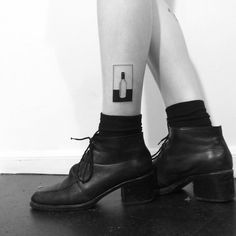 Negative space wine bottle tattoo by Chinatown Stropky inked on the left calf Diy Tattoo, Get A Tattoo, Tattoo Life, Hipster Tattoo, Leg Tattoos, Body Art Tattoos, Tatoos, Piercings, Piercing Tattoo