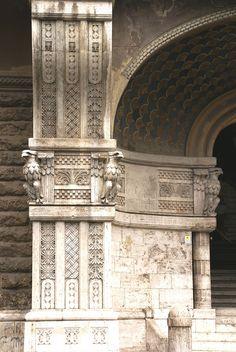 Palazzo degli Ambasciatori   -  Gino Coppedè -    Rome, Lazio, Italy   -     HEN-Magonza photography 2008   -  https://www.flickr.com/photos/hen-magonza/4169155719/