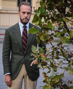 """shibumi-firenze: """" wearing our burgundy repp stripe silk tie. Make sure to use our checkout code ANNIVERSARY to get off until Friday, (at Florence,. Mens Fashion Suits, Blazer Fashion, Fashion Outfits, Green Suit, Green Blazer, Estilo Preppy, La Mode Masculine, Suit And Tie, Sports Jacket"""