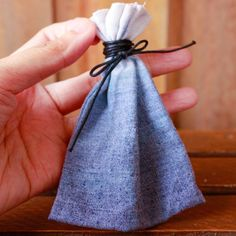 How to make an ombre flour sack pouch via - Visit www. Handmade Crafts, Diy Crafts, Flour Sack Towels, Painting Tips, Diy Craft Projects, Knit Crochet, Pouch, Sewing, Knitting