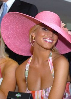 Jessica Simpson goes pink Kentucky Derby in this straw hat. The matching lipstick and pulled back hair make this a winner!