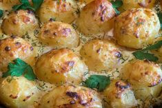Cartofi la cuptor in sos gorgonzola Shrimp, Biscuits, Bacon, Deserts, Food And Drink, Cooking Recipes, Potatoes, Meat, Vegetables