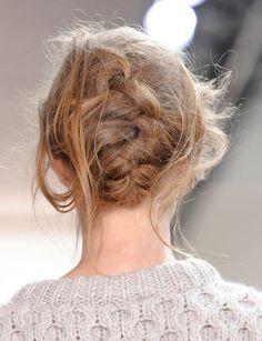 La tresse bohème du défilé Kors - Spécial beauté : les tendances coiffures de la saison - Femme Actuelle