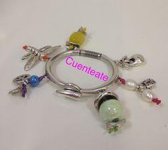 Pulsera en zamak baño plata con colgantes de zamak, cerámica, perlas, cristal. Lo mejor es que puedes personalizarla y hacerla tuya.
