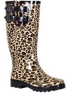 These leopard print wellies are perfect to make a statement on a rainy day! Leopard Fashion, Animal Print Fashion, Fashion Prints, Animal Prints, Motif Leopard, Cheetah Print, Leopard Prints, Cute Shoes, Me Too Shoes