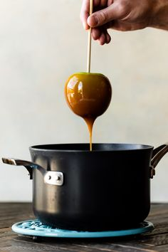 Learn how to make real homemade caramel apples with this video and recipe. This from-scratch caramel is buttery, sweet, and perfect for your fresh apples. Caramel Recipes, Candy Recipes, Snack Recipes, Fall Recipes, Appetizer Recipes, Appetizers, Snacks, Toffee, Sallys Baking Addiction