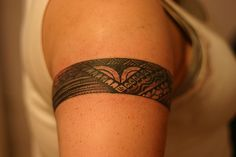 Polynesian Armband Tattoo - A Polynesian Tattoo Polynesian Armband Tattoo, Armband Tattoo Mann, Armband Tattoos, Armband Tattoo Design, Samoan Tattoo, Tribal Armband Tattoo, Tattoo Designs For Girls, Tattoo Girls, Girl Tattoos