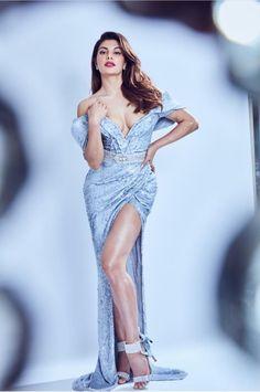 Jacqueline Fernández looks stunning💙💙💙 Sonam Kapoor, Deepika Padukone, Gq Awards, Bollywood Images, Oscar Fashion, Sr K, Hollywood Heroines, Celebrity Gallery, Prom Dresses