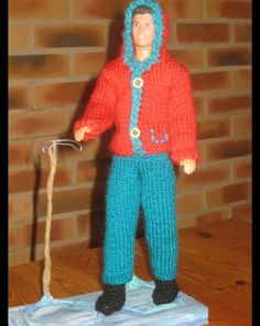 Bonjour à toutes, Voilà une autre tenue de ski pour notre ami Ken, le monsieur dont je vous parlais m'a donc passé commande, je dois habiller 4 Ken et 3 Barbie , je vais donc essayer d'honorer ma commande, vous verrez donc dans les jours à venir quelques...