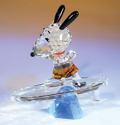 Snoopy crystal figurine from Charlie Brown Christmas, Charlie Brown And Snoopy, Swarovski Crystal Figurines, Swarovski Crystals, Peluche Winnie The Pooh, Cut Glass, Glass Art, Glass Figurines, Snoopy And Woodstock