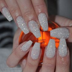 False nails have the advantage of offering a manicure worthy of the most advanced backstage and to hold longer than a simple nail polish. The problem is how to remove them without damaging your nails. Marriage is one of the… Continue Reading → Love Nails, Pretty Nails, My Nails, Glittery Nails, Cute Acrylic Nails, Silver Sparkle Nails, Silver Acrylic Nails, Glitter Heels, Nails Polish