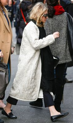 OLSENS ANONYMOUS ASHLEY OLSEN STYLE FASHION BLOG GET THE LOOK NYC NEW YORK CITY BERGDORF GOODMAN WHITE CREAM TEXTURED EMBROIDERED RESORT 2013 THE ROW COAT CROP FLARE PANTS VINTAGE CHANEL LOAFERS FLATS TWO TONE BLACK WHITE THE ROW COAT BLACK SCARF PINKY RING OVERSIZED SUNGLASSES