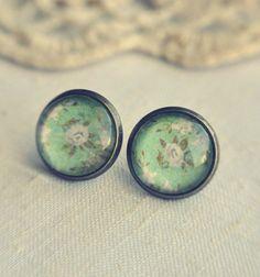 Vintage floral earrings in green