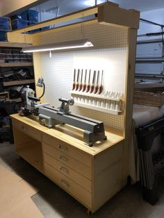 Another picture of the cabinet I made for my new lathe. Wood Shop Projects, Woodworking Projects Diy, Woodworking Tools, Garage Organisation, Workshop Organization, Lathe Tools, Wood Lathe, Homemade Tools, Garage Workshop
