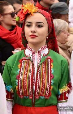 Bulgarian Language, Eslava, Caucasian Girl, Ethnic Diversity, Costumes Around The World, Folk Fashion, Folk Costume, People Of The World, Cool Costumes