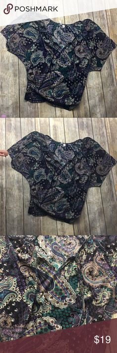 🎈 Degrees Paisley Boho Top Paisley boho print top. Size large. In excellent used condition. 27 inches long. Cut off wide sleeves. 22 inches arm pit to arm pit degrees Tops