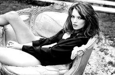 Kate Moss - Photographer Sante D'Orazio. Source: http://cameralabs.org/10364-sante-d-oratsio-odin-iz-samykh-avtoritetnykh-sovremennykh-masterov-fotografii