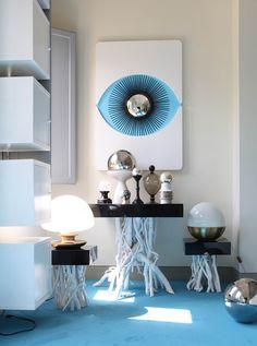 Stunning Parisian Loft Belonging to a Fashion Designer – Fubiz Media Gio Ponti, Driftwood Table, Medical Office Design, Modern Console Tables, Interior Decorating, Interior Design, Shop Window Displays, Store Design, Decoration