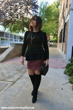 Aqui os dejo un nuevo look en el que hablamos sobre las #botasmosqueteras, espero que os guste!  http://www.justforrealgirls.com/2015/10/outfit-botas-mosqueteras.html #tdsmoda #justforrealgirls #fashionblogger #bloggerlife #bloggerssevilla #ootd #outfitoftoday