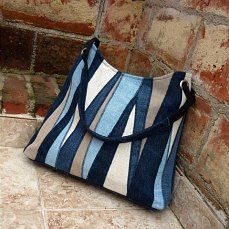 Discover recipes, home ideas, style inspiration and other ideas to try. Patchwork Bags, Quilted Bag, Denim Patchwork, Handmade Handbags, Handmade Bags, Jean Purses, Purses And Bags, Sacs Tote Bags, Denim Purse