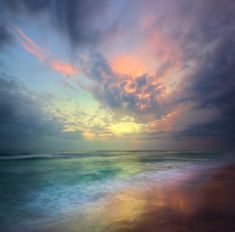 Sunrise over the ocean Beautiful Sunset, Beautiful World, Beautiful Places, All Nature, Sky And Clouds, Colorful Clouds, Belle Photo, Pretty Pictures, Nature Photography