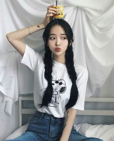 Ulzzang - Fashion - Beauty - Kpop I do NOT post pictures of myself! The girls' names are always in the tags! Korean Girl Cute, Korean Girl Ulzzang, Ulzzang Girl Fashion, Mode Ulzzang, Pretty Korean Girls, Ulzzang Style, Cute Asian Girls, Korean Outfits, Mode Outfits