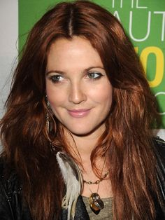 Drew Barrymore long straight auburn hair with center parting. Love this hair - Auburn Hair Drew Barrymore Hair, Red Hair Extensions, Red Brown Hair, Reddish Hair, Reddish Brown, Corte Y Color, Auburn Hair, Auburn Brown, Red Hair Color
