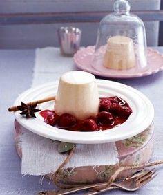 Das Rezept für Lebkuchen-Panna-Cotta zu heißen Beeren und weitere kostenlose Rezepte auf LECKER.de