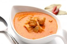 Curry in a hurry? Impress your friends and learn how to make an authentic Thai Red Curry in our healthy Halo fryer - you can do more than just fry food! Curry Recipes, Fish Recipes, Beef Recipes, Cooking Recipes, Dukan Diet Recipes, Diabetic Recipes, Low Carb Recipes, Thai Red Chicken Curry, Salsa Curry