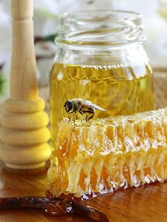 HONEY SCENT.. sweet honey balanced & rounded by hints of powdery wildflowers, vanilla and sandalwood. If you need a strong honey scent, this is it! Works wonderfully in candles, soaps and toiletries.