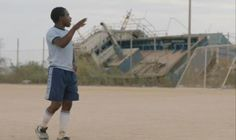 12. 03. | 13:00Městská knihovna VS Adam s Omarem jsou mladí kluci vyvrhnutí osudem na břehy italského ostrova Lampedusa. Záchranný kruh jim hodily dvě italské rodiny, které se o ně už několik let starají. Tunisan Omar pracuje v Centru pro uprchlíky a Adam z Ghany uklízí rodinný hotel. Oba se každým dnem snaží vzdálit životům, které opustili a k nimž se už nemíní vrátit...
