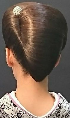 French Twist Updo, French Twists, Sleek Hairstyles, Pretty Hairstyles, Updo Hairstyle, Big Updo, Big Bun, Sleek Updo, Beehive Hair