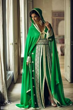 Green palazzo kameez with dupatta. It is paired with a matching bottom along with a fabulous dupatta. Arab Fashion, Muslim Fashion, Royal Fashion, Modest Fashion, Fashion Dresses, Dress Outfits, Kaftan Designs, Arabic Dress, Beautiful Muslim Women