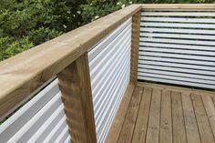 Nybyggnation av en altan på 90 kvm.Altanen är förstärkt för att klara en vikt på 3 ton på den delen där spabadet står. Staketet är liggande vilket tar bort en hel del insyn och trappan upp till altanen följer stenmuren. Deck Balustrade Ideas, Balcony Railing Design, Balcony Grill Design, Backyard Garden Design, Deck Building Plans, Outdoor Privacy, House With Porch, Outdoor Living, Outdoor Decor
