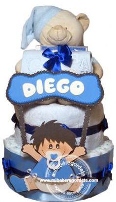 Tarta de pañales bebé Dulces Sueños Niño. Incluye figura de goma eva con el nombre del bebé.
