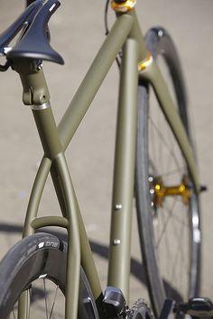 New road bike frame gears Ideas Road Bikes, Cycling Bikes, Bici Fixed, Range Velo, Velo Vintage, Urban Bike, Speed Bike, Bicycle Maintenance, Cool Bike Accessories
