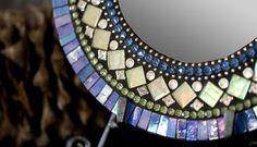 Mosaic mirror idea Broken Mirror, Mosaic Mirrors, Modern Furniture, Crafts, Ideas, Home Decor, Mirrors, Mosaics, Manualidades