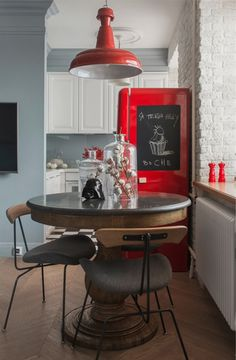 Super Ideas For Breakfast Table Small Kitchen Desks Kitchen Desks, Living Room Kitchen, New Kitchen, Small Guest Rooms, Home Interior, Interior Decorating, Interiores Design, Cool Kitchens, Sweet Home