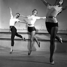Hollywood 1949 - Marilyn Monroe take dance lessons