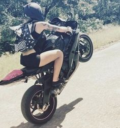 10 Reasons to date a Biker Chick Lady Biker, Biker Girl, Chicks On Bikes, Stunt Bike, Cafe Racer Girl, Hot Bikes, Biker Chick, Super Bikes, Motorcycle Girls