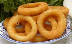 """Onion Rings I """"My kind of recipe! I used Krusteaz Buttermilk Pancake Mix that only needs water added. Even my husband liked these and he is not usually a fan of onion rings.""""(Pancake Mix Use) Crispy Onions, Fried Onions, Empanada, Beignets, Snack Recipes, Cooking Recipes, Snacks, Vegetarian Cooking, Easy Recipes"""