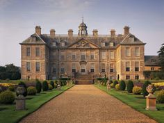 P+P scenes at Rosings, the imposing stately home of Lady Catherine de Bourgh, were shot at Belton House in Lincolnshire. English Manor Houses, English House, English Castles, Belton House, Old Mansions, English Country Gardens, Dutch Gardens, Grand Homes, House Built