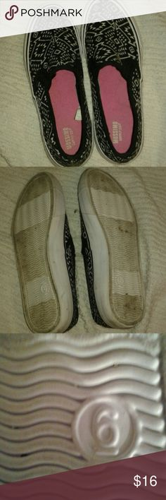 Nice Mossimo sneakers Slide on sneakers that are mossimo ans like new. Barely worn in fl. I am a flip flop girl and i have alot of shoes cute that i want my feet aired out! Lol so size 6 like new! Mossimo Supply Co Shoes Sneakers