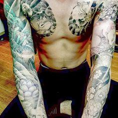 【auratattoostudio】さんのInstagramをピンしています。 《#frog #lotus #goldfish #skull #mouse #snake #lizard #cherryblossom  #蛙 #蓮 #金魚 #髑髏 #鼠 #蛇 #蜥蜴 #桜 #japanesebeauty  https://www.facebook.com/Auratattoo  #tattoo #ink #drawing #japanese #japanesetattoo #IREZUMI #BOKASHI #inked #tattooartist  #tattooartistmag #刺青 #tattooist  #art》
