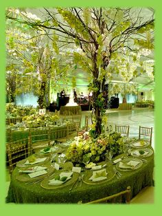 forest table setting. Green wedding decor.